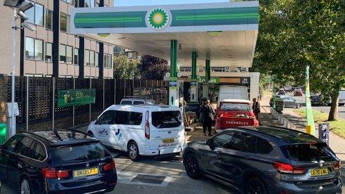 Pénurie de carburant : Londres tente de rassurer et veut utiliser l'armée