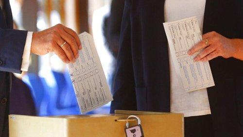 Zu sehen, wen er wählt: Streit um Laschet-Wahlzettel bei Bundestagswahl 2021