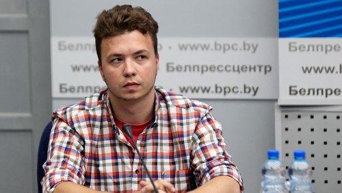 Belarusian journalist arrested off flight 'hostage' at press conference