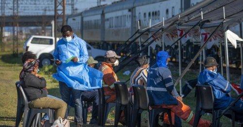 Afrique du Sud : le train Transvaco pour vacciner contre la Covid-19   Africanews
