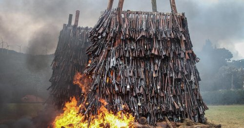 Kenya burns over 5,000 illegal firearms to curb crime | Africanews
