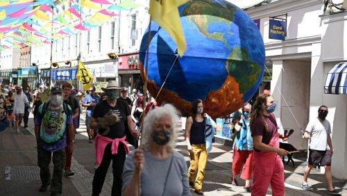 G7, la protesta gli ambientalisti di Extinction Rebellion contro l'economia fossile