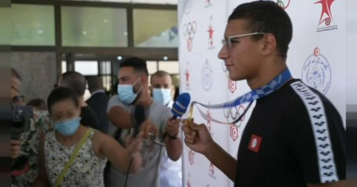 Tunisie : Ahmed Hafnaoui, champion olympique de natation de retour au pays   Africanews