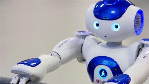 Eurodeputados aprovam pedido de regulação dos robôs