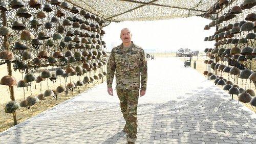 Nagorno-Karabakh, a Baku un parco dei trofei di guerra con gli elmetti dei soldati armeni uccisi