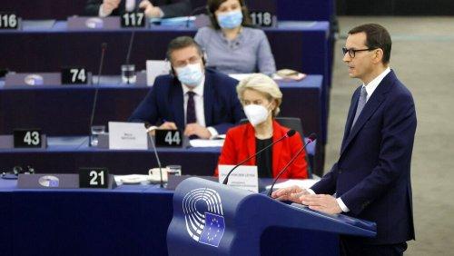 La Commission européenne avertit un peu plus la Pologne qui conteste la primauté du droit européen