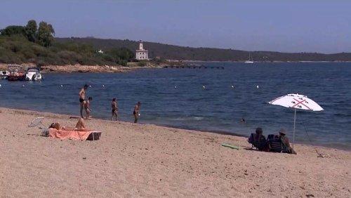 En Sardaigne, des touristes pillent les plages