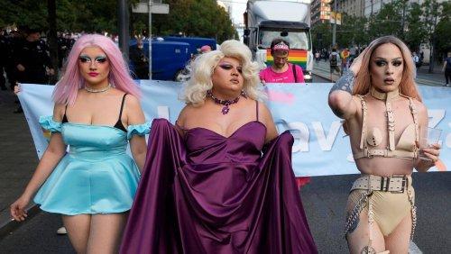 Pride-Marsch und Demo gegen Corona-Maßnahmen in Belgrad