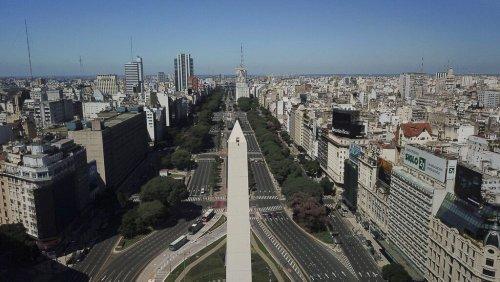 Buenos Aires: rimesso a nuovo il celebre obelisco da 68 metri