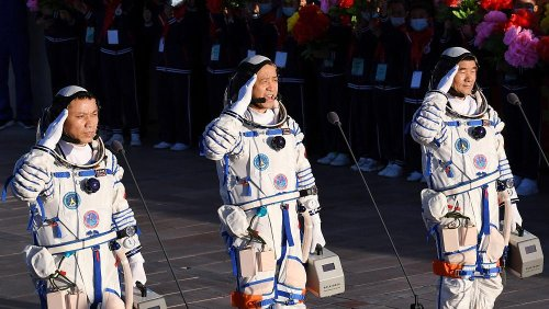 Chinas Astronauten in der Wüste Gobi gelandet