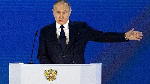 """Vladimir Poutine intime ses rivaux étrangers de ne pas franchir la """"ligne rouge"""""""