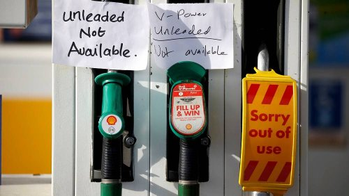 UK mulls easing visa rules for lorry drivers amid fuel supply problems