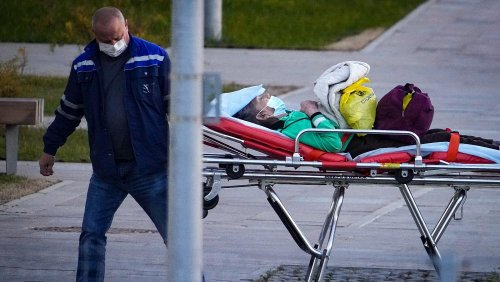 Russia reports record 1,000 COVID-19 deaths in a single day