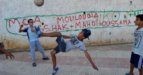Algérie : les supporters du Mouloudia mobilisés contre la Covid-19 | Africanews