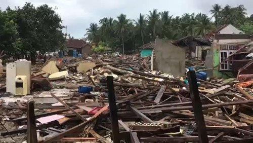 شمار قربانیان سونامی اندونزی از مرز ۴۰۰ نفر گذشت