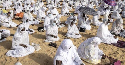 Senegal Muslims celebrate Eid al-Adha amid virus worries | Africanews