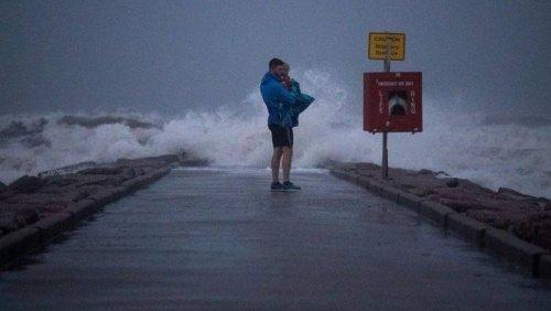 Nicholas deluges U.S. Gulf Coast with heavy rain, flooding
