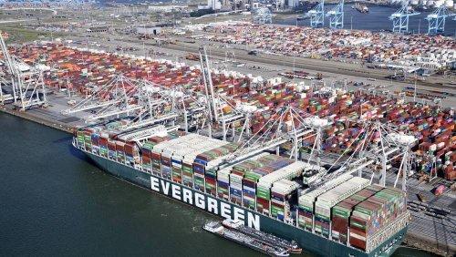 """Nach Suezkanal-Blockade: """"Ever Given"""" kommt in Rotterdam an"""