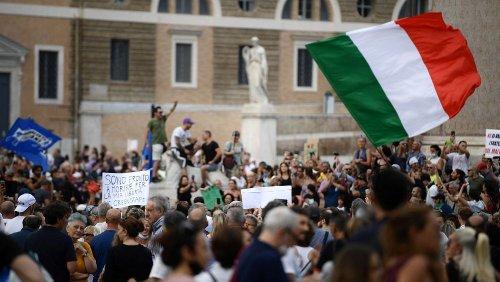 En Europe, la colère grandit contre l'obligation du pass sanitaire