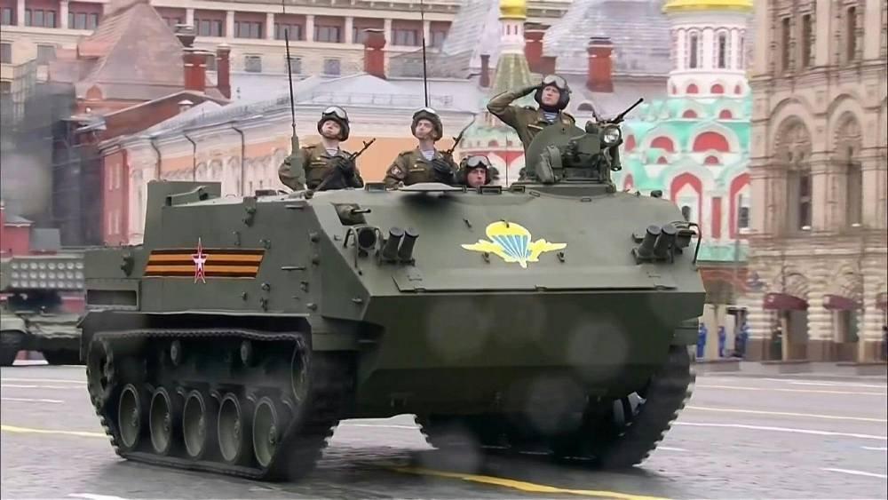 شاهد: عرض عسكري روسي إحياءً لذكرى انتصار الحرب العالمية الثانية