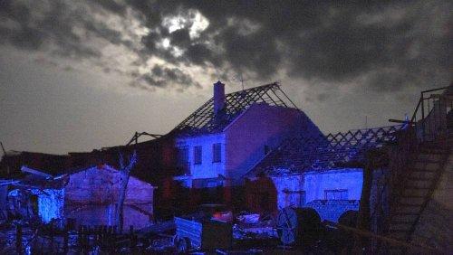 """""""Wie im Krieg"""" - Tödlicher Tornado wütet im Südosten Tschechiens"""