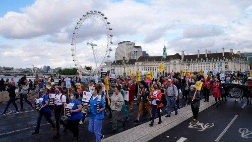 Britisches Pflegepersonal: Aus Ärger auf die Straße