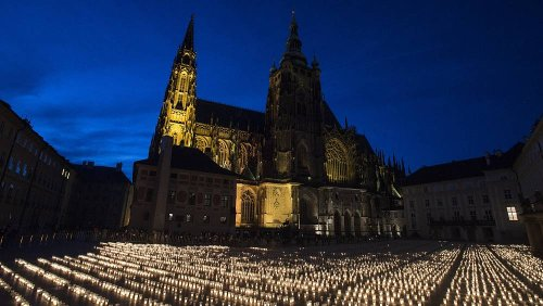 Czechs light 30,000 candles for Covid-19 victims