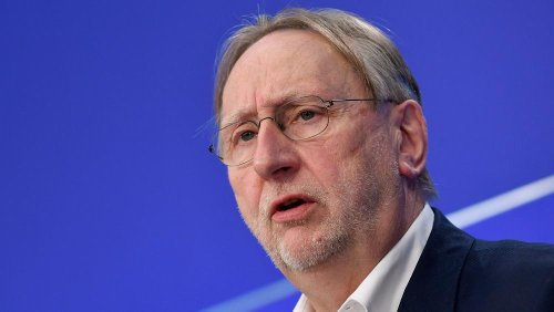 AUKUS: France submarine deal row could delay EU-Australia trade deal, says MEP