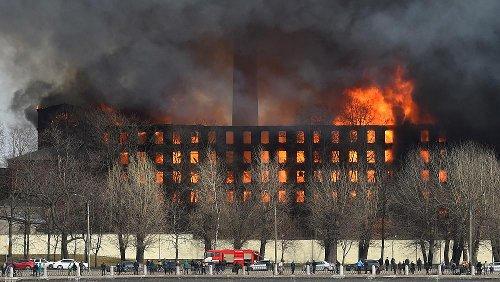 Предварительной причиной пожара на Невской мануфактуре стал поджог - ТАСС