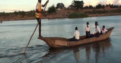 Mozambique: Canoe rides to campus for underprivileged schoolchildren | Africanews