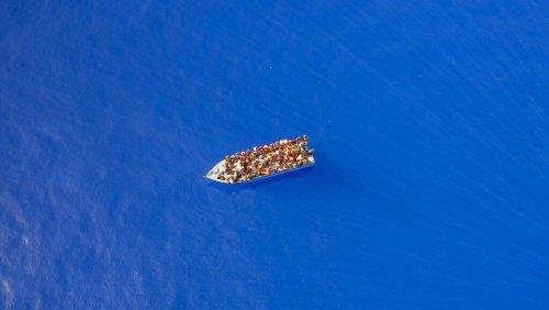 Migrants : un navire surpeuplé débarque à Lampedusa sur fond de forte hausse des traversées