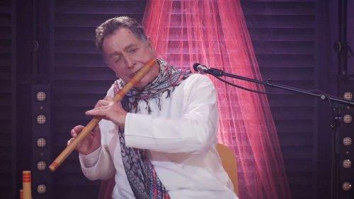 Flötist Rão Kyao musiziert zu Ehren von Mahatma Gandhi