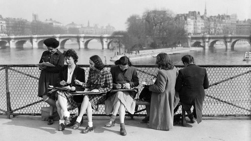 Catch the spring vibe with these vintage pictures of Parisians