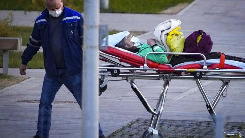 En Russie et au Royaume-Uni, les contaminations au Covid-19 en forte hausse