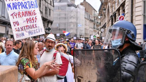 """Tausende zeigen dem """"Grünen Pass"""" die Rote Karte"""