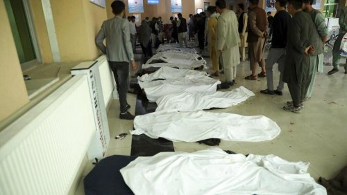 Afghanistan: si aggrava il bilancio dei morti per l'attentato davanti a una scuola di Kabul