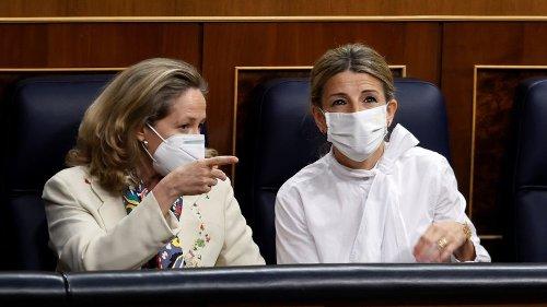 El Gobierno traslada al Banco de España su preocupación por los ERE y los sueldos de banqueros y le insta a actuar