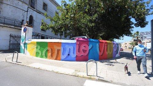 La sede de Barrio Vivo en Algeciras estrena un nuevo mural en su fachada