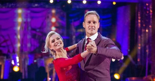 Dan Walker collapses to the ground as Strictly fans stunned