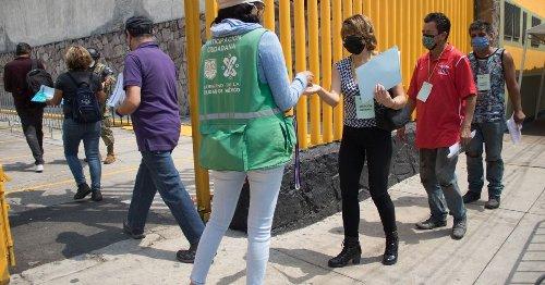 COVID-19: México suma 218,657 muertes, con 15 estados en amarillo y 14 en verde