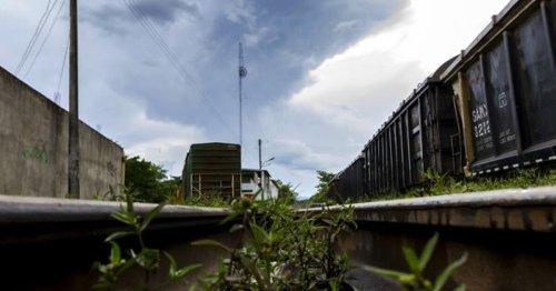 En Mérida protestan contra el Tren Maya con pinta en monumento