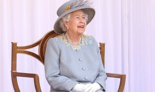 Queen hailed as monarch doesn't do 'poor me' – 'She's made of stern stuff!'