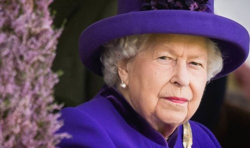 Queen 'was always wary of' Prince Charles's closest mentor - 'Her mother distrusted him'