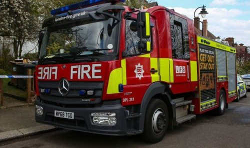 London fire: Ten fire engines scrambled near Tower Bridge - Emergency services rush