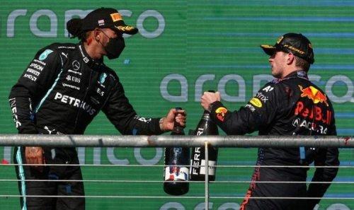 Lewis Hamilton radio message surprises Damon Hill as he raises Max Verstappen theory