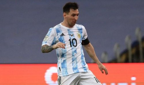 Lionel Messi 'banned from Barcelona training' as contract saga takes new twist