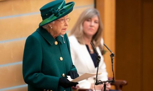 Royal Family reportedly by Queen's side at Windsor Castle following hospital admission