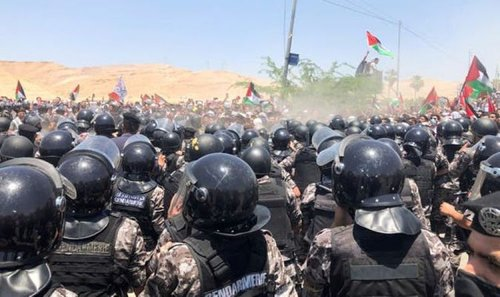 Thousands storm Israel border in revolt - Gaza violence threatens to spread in Middle East
