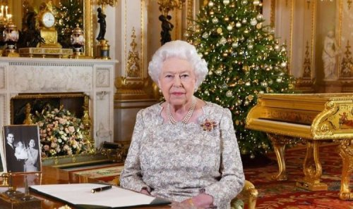 Buckingham Palace offers festive gifts for Royal fans this year: 'Have a merry Christmas!'