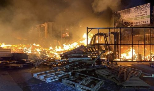 Birmingham fire: 125 firefighters deployed to enormous overnight blaze - residents advised